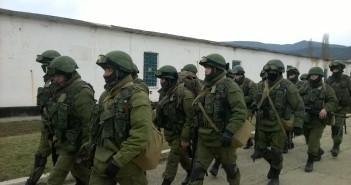 «Зелені чоловічки» у Криму. Фото автора статті.
