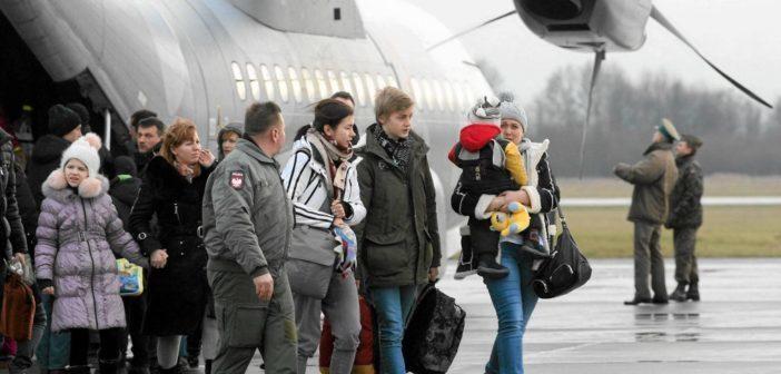 Кілька родин, евакуйованих до Польщі з зони конфлікту в України, повернулись додому